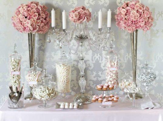 Оформление столов гостей в розовом