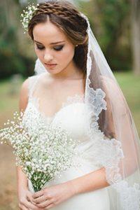 длинная фата в прическе невесты для венчания