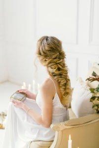 крупная греческая коса в вечерней прическе