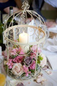 композиция живые цветы в подсвечнике