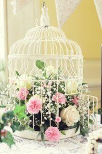 живые цветы в клетке деро на свадьбу