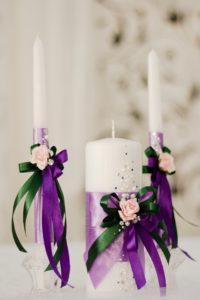 фиолетовый декор свадебных свечей