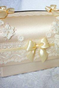 чемоданчик для денег на свадьбу с атласными лентами