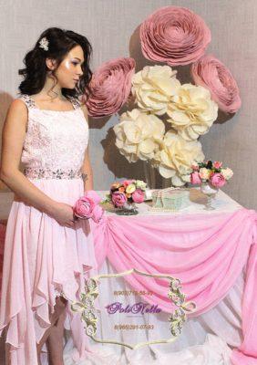 Свадебный зал украшение большими розовыми цветами