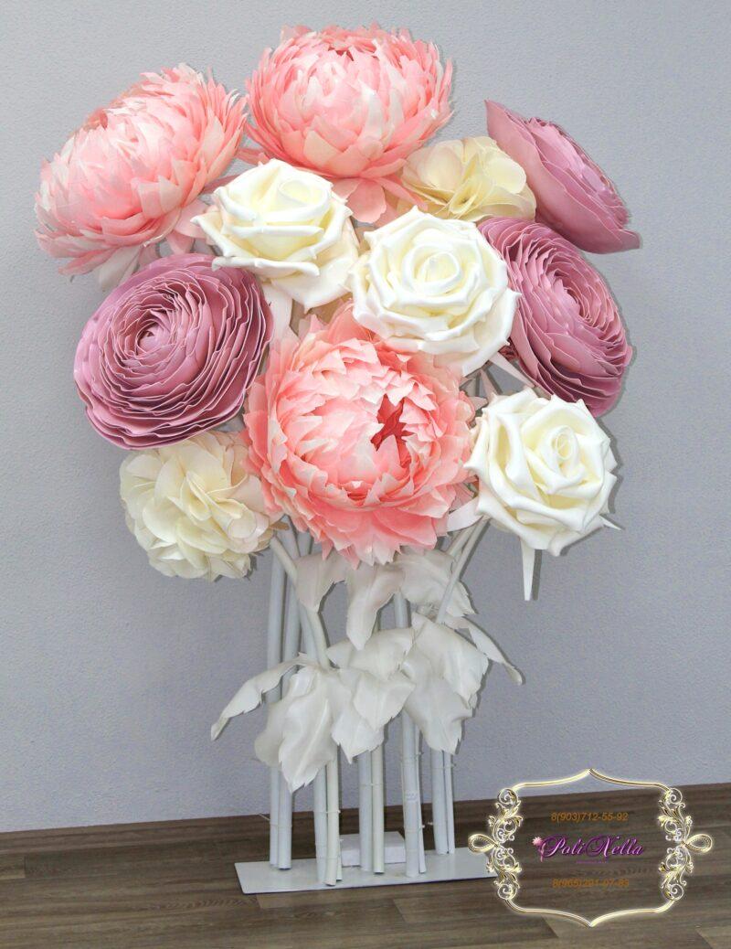 Фотозона из больших цветов на свадьбу Москва