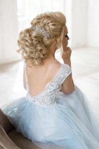 свадебная укладка собранная сзади косой
