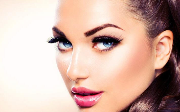Вечерняя прическа и макияж
