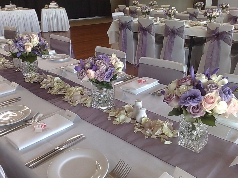 Оформление столов гостей с голубом цвете