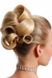 крупные завитки в свадебной прическе  на волосы средней длины