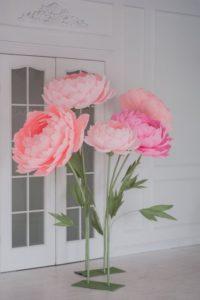 ростовые цветы на свадьбе декор