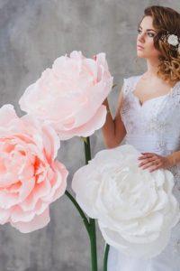 розовые ростовые цветы на свадьбе