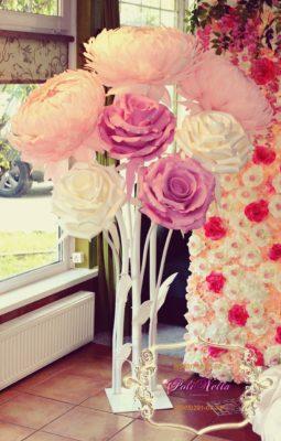 Большие розы на свадьбе