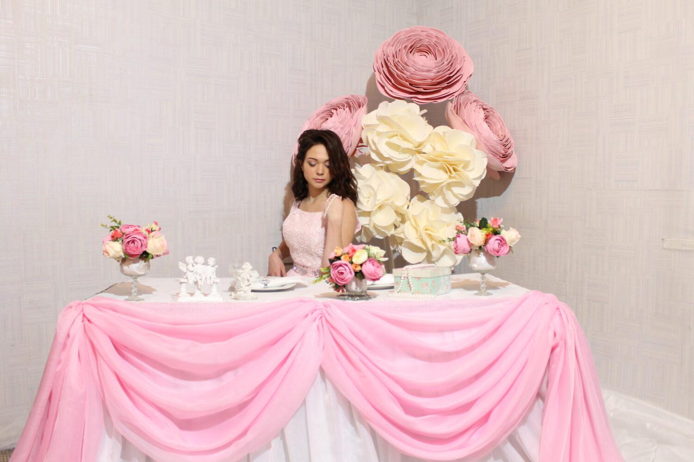 Большие цветы фотозона на свадьбу
