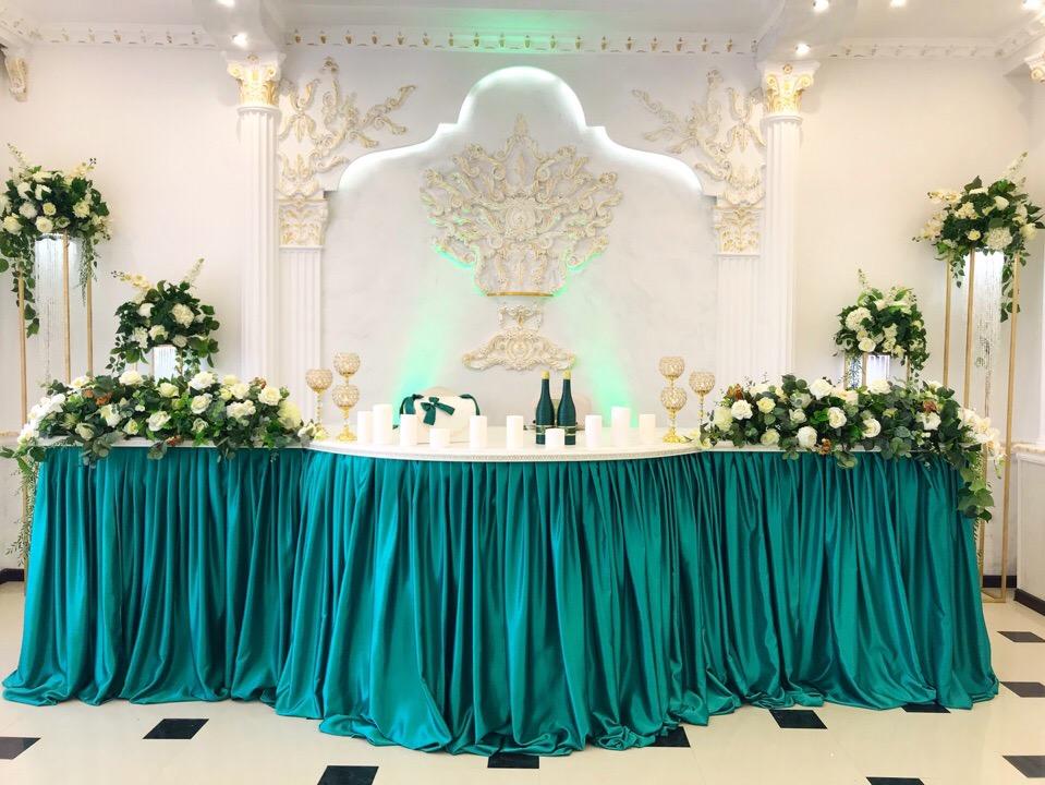 Оформление свадебного стола.