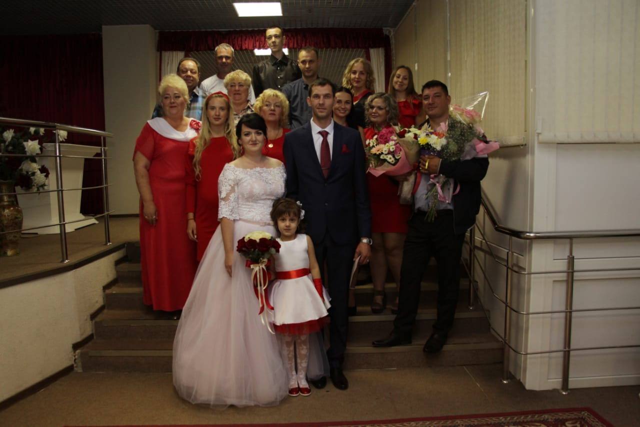 Организация небольшой свадьбы в красном