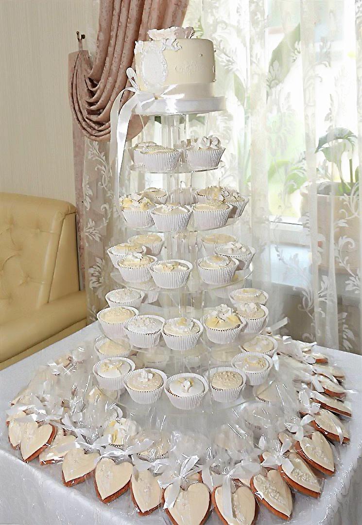 Кэнди бар на свадьбу в белом