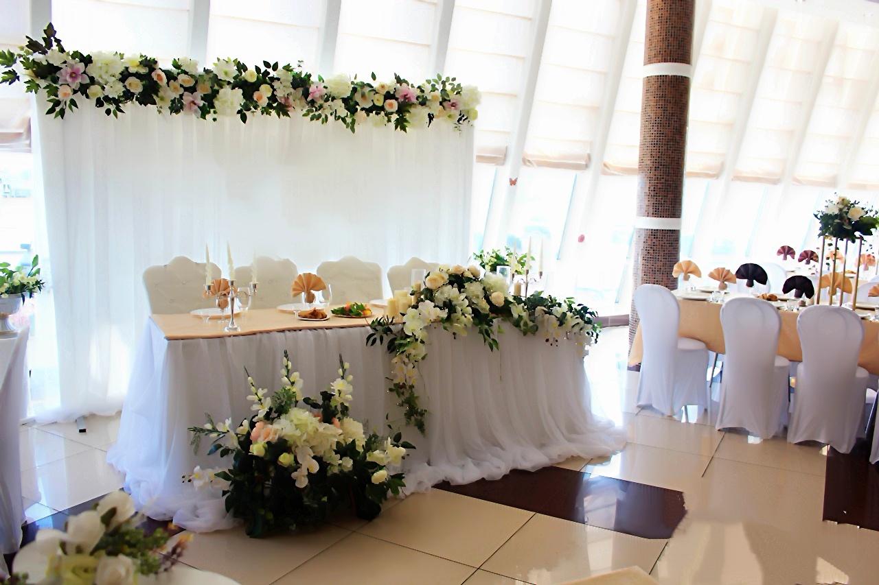 Оформление свадебного зала цена